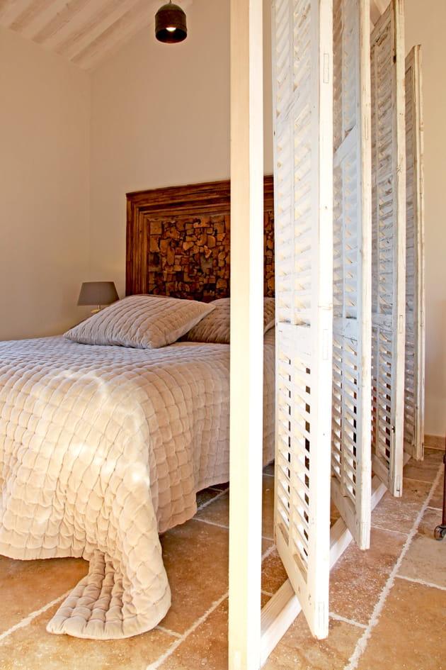 une cloison pivotante. Black Bedroom Furniture Sets. Home Design Ideas