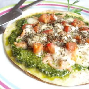 pizza au pesto d'épinards et au saumon fumé