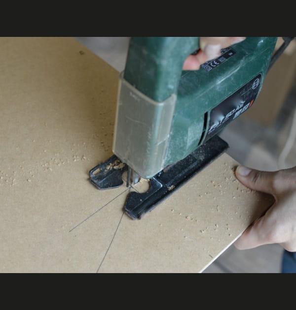Etape 3: découper la planche de médium