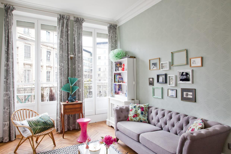 des cadres vides. Black Bedroom Furniture Sets. Home Design Ideas