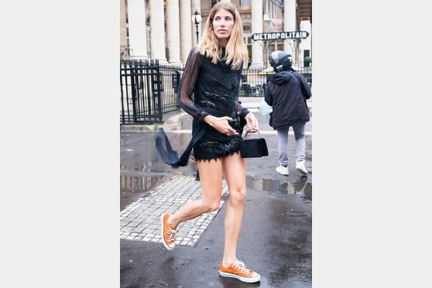 Street style à Paris : les Converse du soir