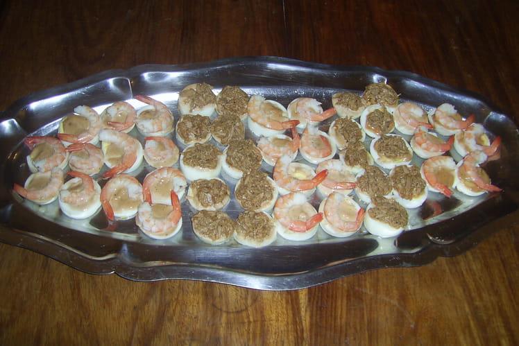 Canapés d'oeufs aux crevettes et au thon