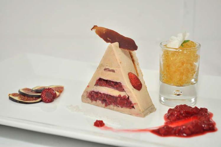 Pyramide de foie gras et magret fumé au coeur fondant de framboises