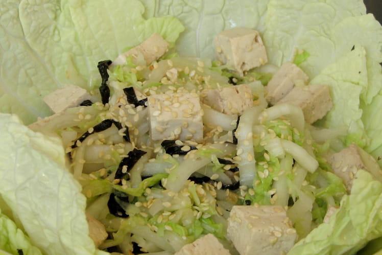 Salade de chou chinois au tofu et aux algues