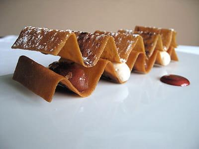 la rhubarbe en marmelade, gaufrette, crème légère pralinée de christelle brua.