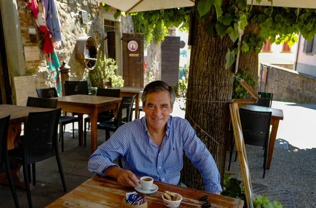 François Fillon savoure un espresso en Toscane (2016)
