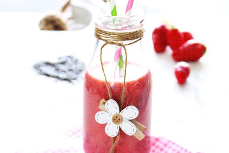 Smoothie fraises et graines de chia au lait d'amandes