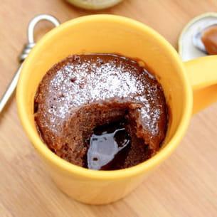 mugcake au chocolat, coeur coulant au caramel beurre salé