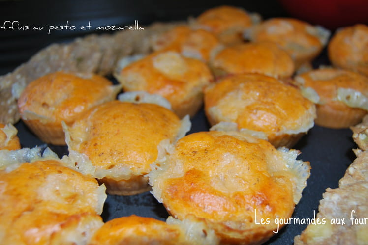 Muffins à la mozzarella et au pesto