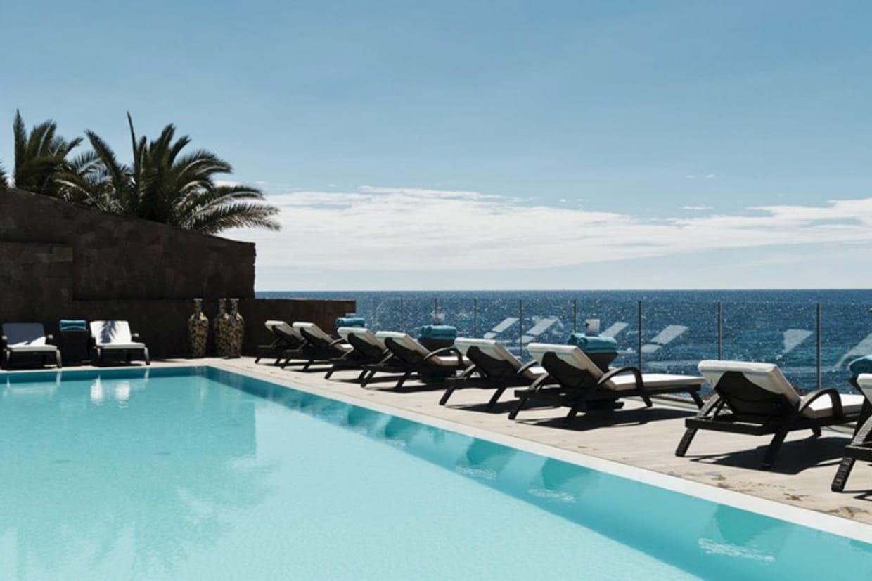 Le tiara miramar beach hotel spa th oule sur mer en paca for Hotel piscine interieure paca