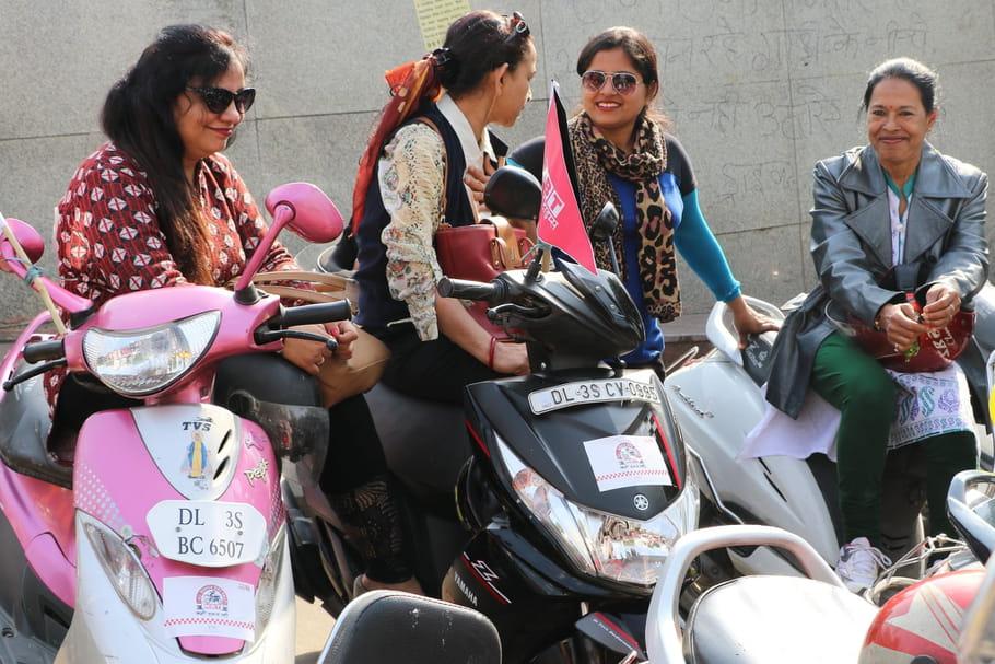 En Inde, les motardes combattent les violences sexuelles