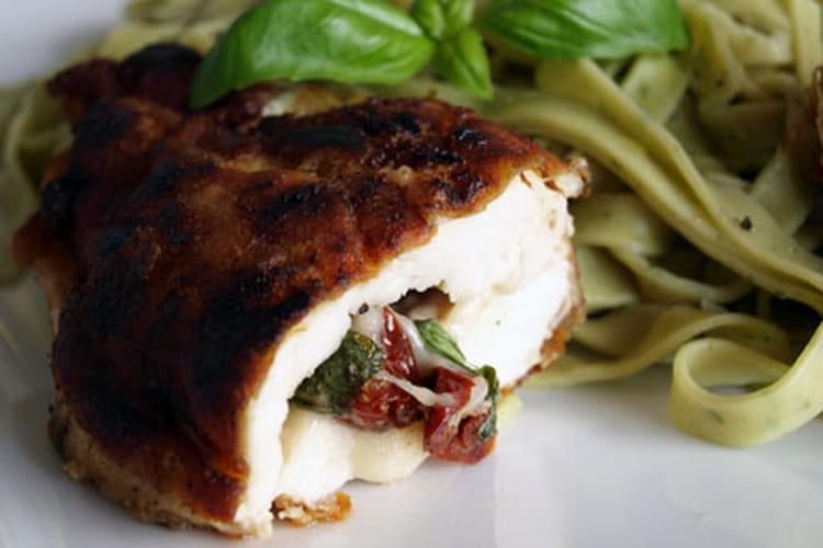Cordon-bleu de poulet à la mozzarella, basilic et tomates confites