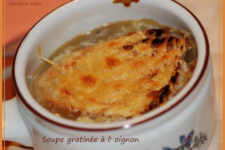Soupe gratinée à l'oignon et vin blanc sec