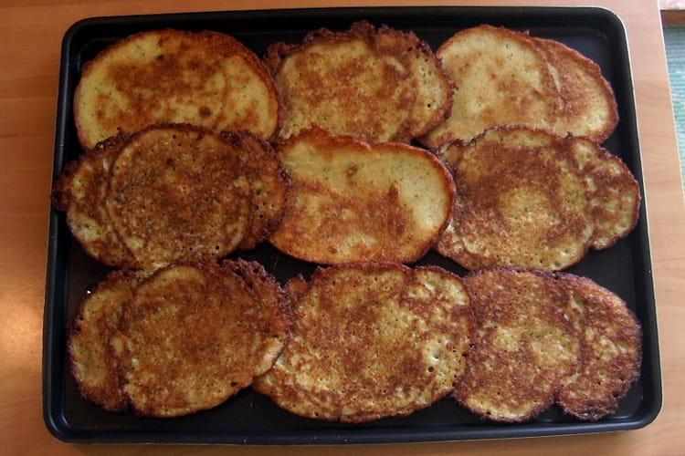 Galettes de pommes de terre à l'oignon et à l'ail