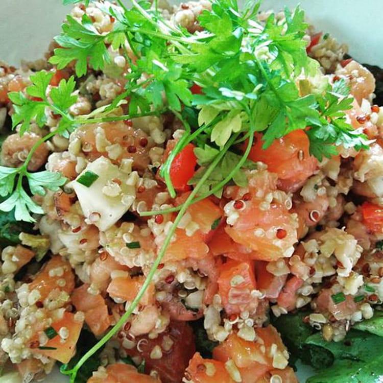 1a18c808fd78b7 Salade de quinoa aux crevettes et saumon fumé