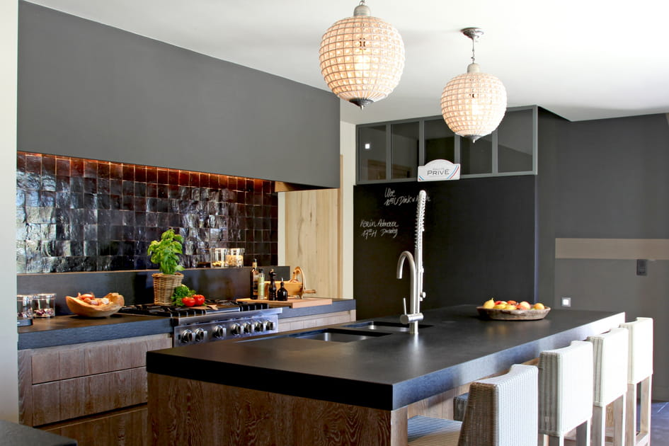 Une cuisine en noir