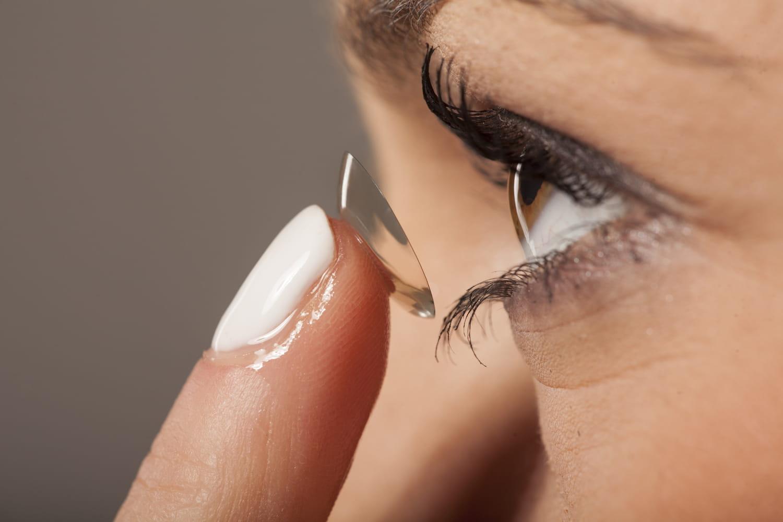 Des lentilles avec un filtre UV : une bonne idée ?