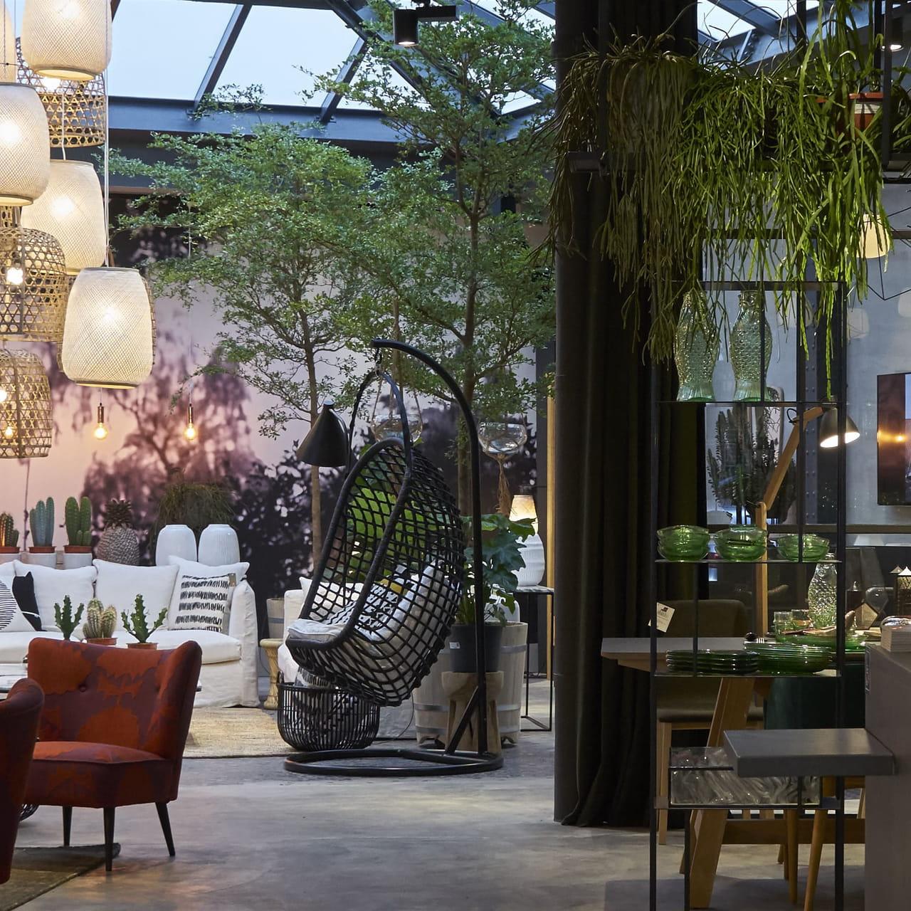 Superb Am Pm Ouvre Une Boutique Loft De 350 M2 A Paris Download Free Architecture Designs Scobabritishbridgeorg