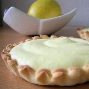 tarte mousse citron et pâte aux fraises séchées