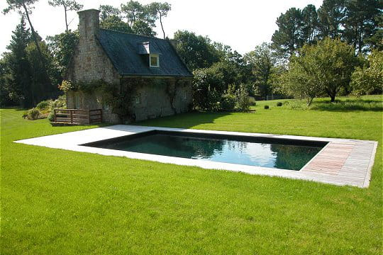 Une piscine très nature