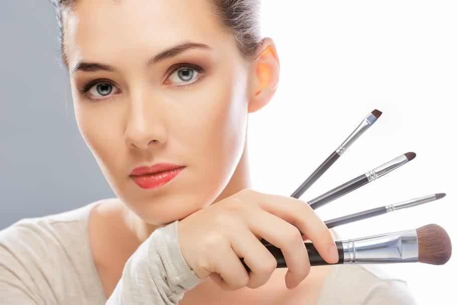 Les astuces maquillage d'Angloma pour éviter la chirurgie