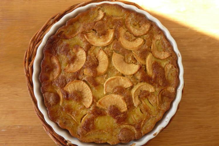 Gâteau aux pommes et sa dorure à la liqueur