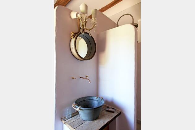 Salle de bains contrastée
