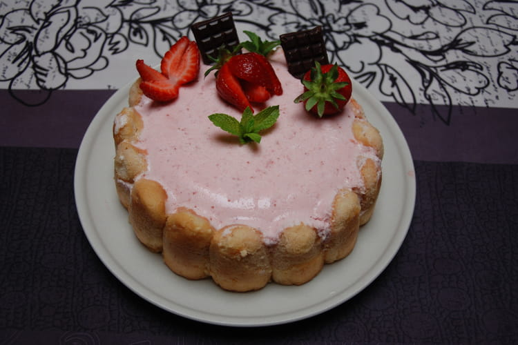 Charlotte aux fraises, chantilly et kirsch