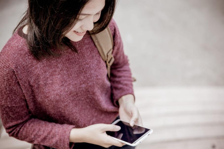 Que dit la loi sur l'interdiction des téléphones portables à l'école?