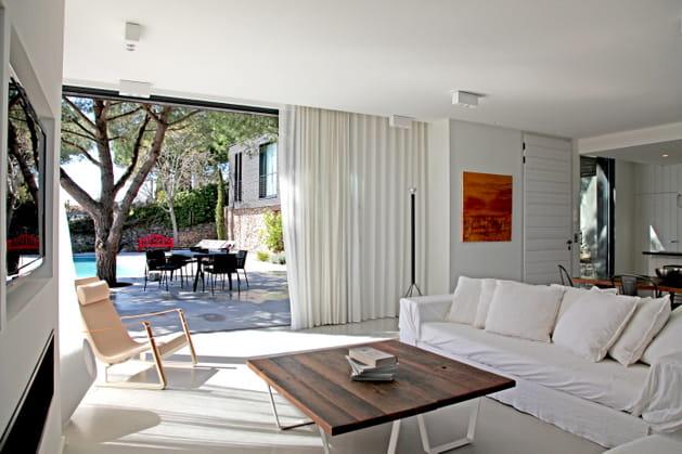 dans une ambiance moderne. Black Bedroom Furniture Sets. Home Design Ideas