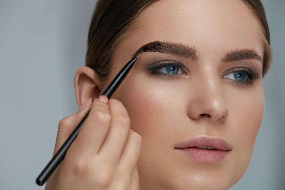 Maquillage et techniques de coloration pour les sourcils