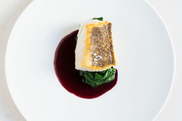 Cabillaud Rôti, Epinard au beurre de noisette, Réduction de vin Rouge