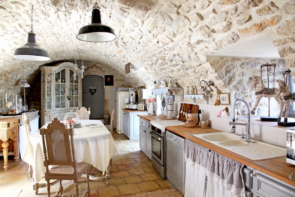 Une cuisine en I au charme ancien
