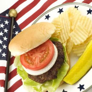 le hamburger, symbole de la gastronomie américaine... et de la malbouffe, à tort
