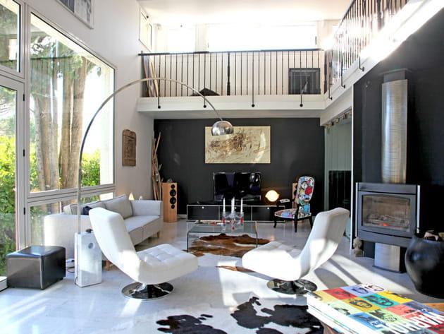 Un salon moderne et décalé