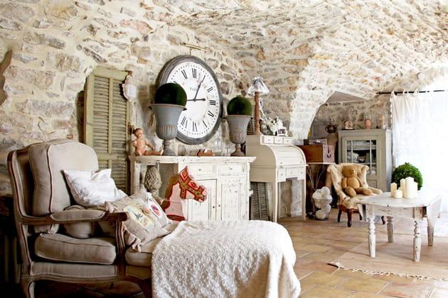 Charme et brocante dans une maison en pierres