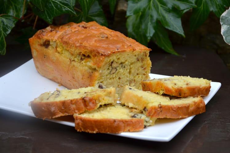 Cake aux oignons, chèvre et noix
