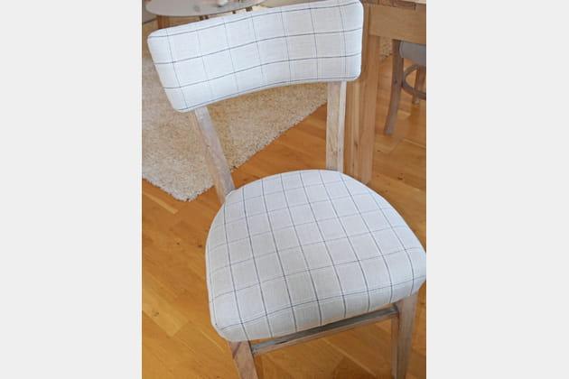 Des chaises habillées d'écossais