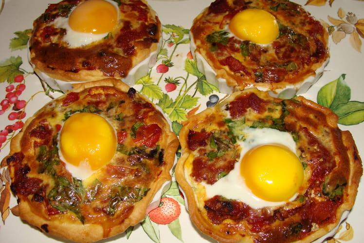 Tartelettes miroir œuf, champignons, tomates