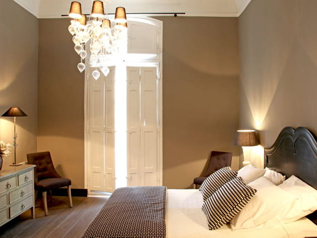 Chambre en total look taupe