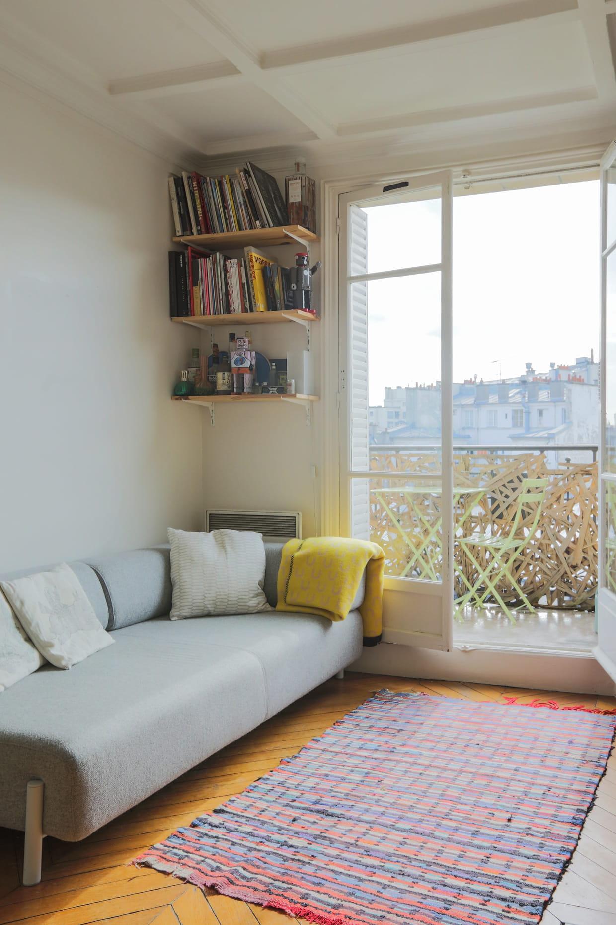vers le plafond. Black Bedroom Furniture Sets. Home Design Ideas