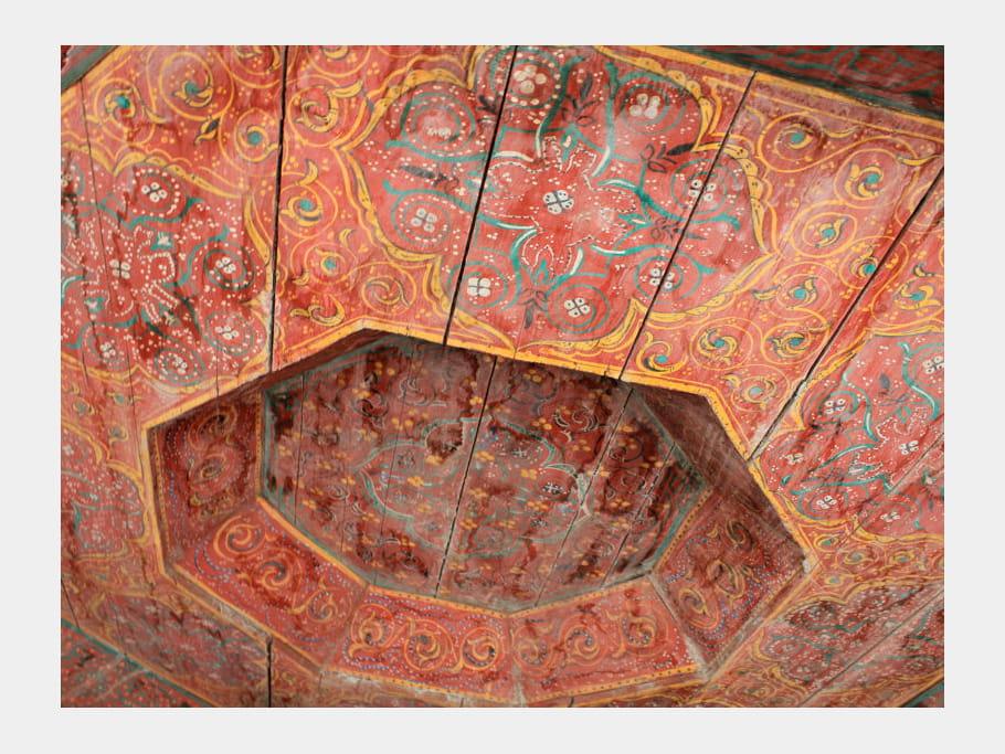 Plafond en bois peint maison entre charme et tradition - Maisons charme et tradition ...