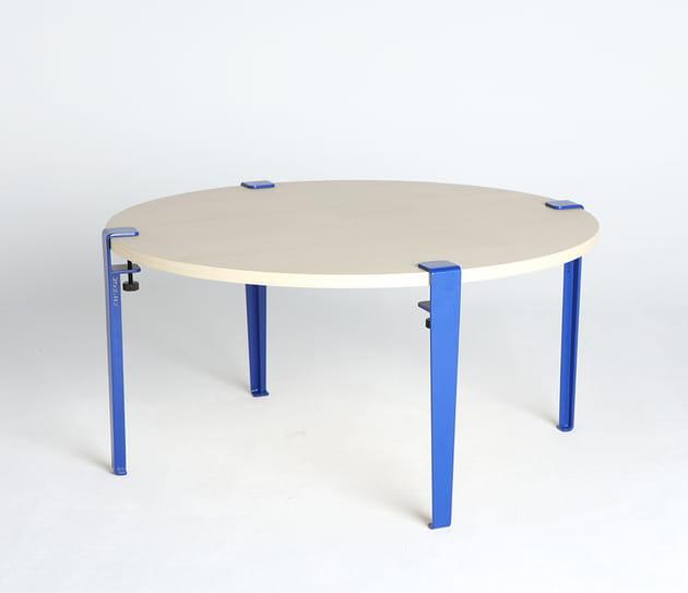 Une table basse avec pieds modulables