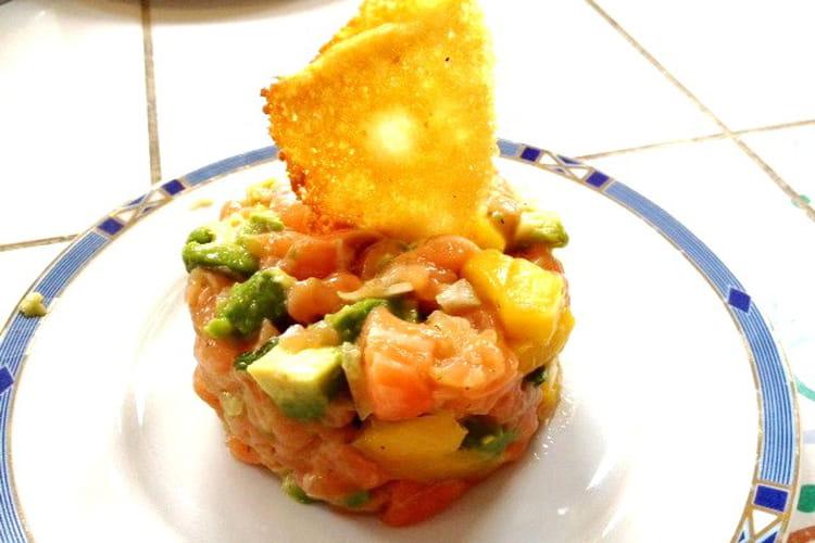Tartare saumon avocat mangue et  tuile au parmesan
