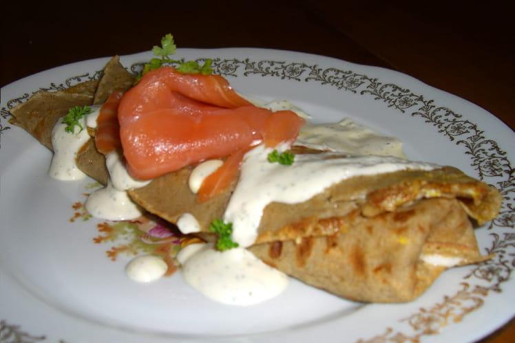 Galette au saumon et crème aux fines herbes
