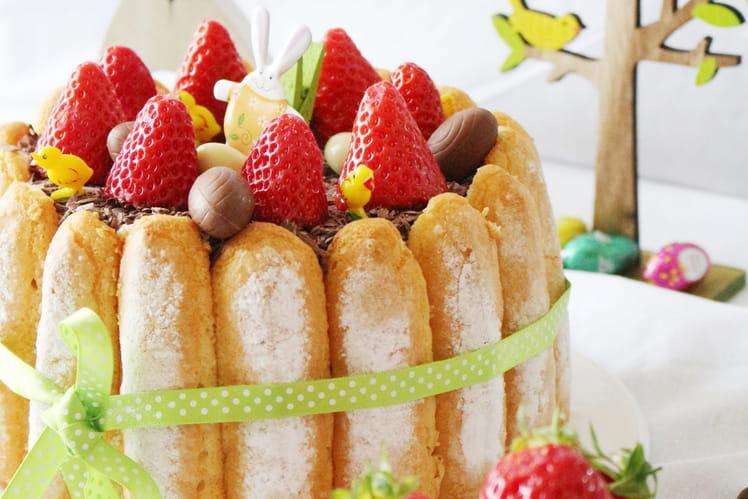 Charlotte printanière aux fraises et chocolat blanc amande
