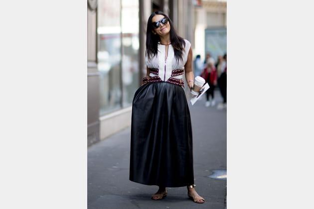 Street style à Paris : la jupe cuir xxl