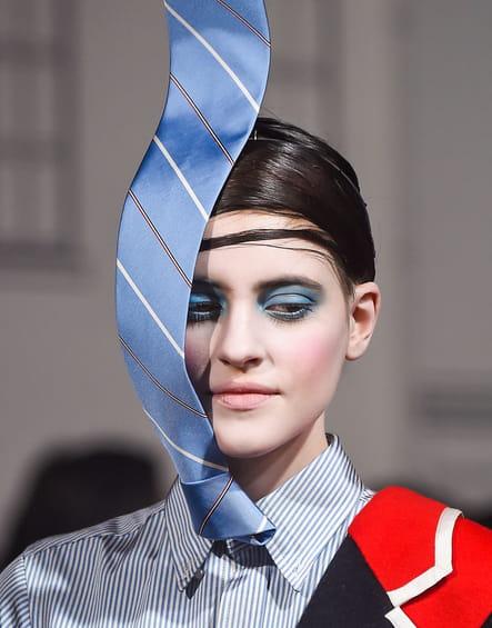 La cravate en lévitation du défilé Thom Browne