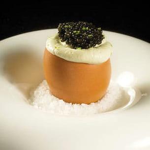 oeufs brouillés, crème légère vodka et citron vert, caviar nouvelle récolte