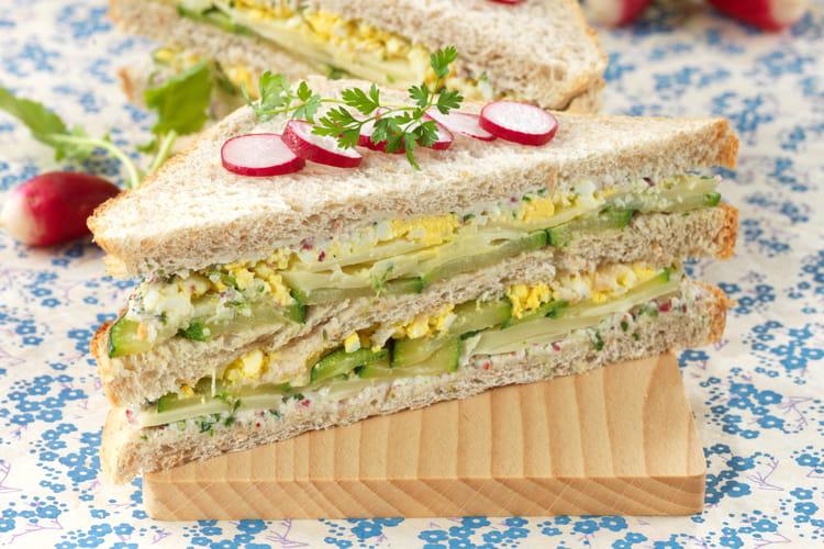 Club sandwich complet œuf-courgette-Emmental de Savoie, sauce aux radis